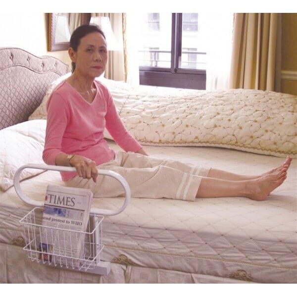 Uchwyt do łóżka z koszykiem